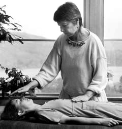 http://maaber.50megs.com/images38/0711-2_Reiki_treatment.jpg